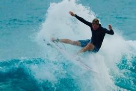 Premier swell hivernal à Hawaï pour les frères Florence