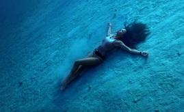 Sous les pavés..... la vague