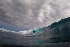 Jorgann Couzinet surfe l'une des meilleures gauches du monde !