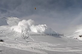 Avalanche snowkite accident