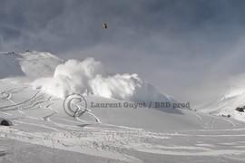 Avalanche snowkite accident