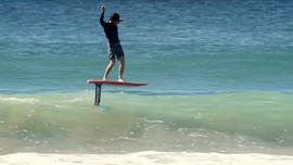 Du surf foil avec Keahi de Aboitiz