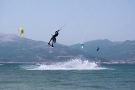 Le matos Duotone sur les vagues de la Grèce