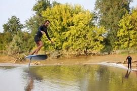 Du surf foil sur un mascaret