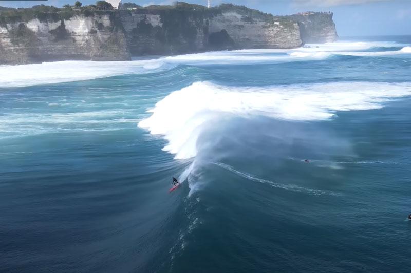 Une houle d'Ouest parfaite à Bali !