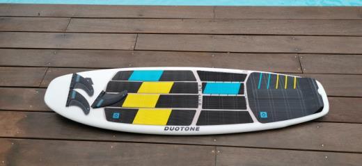 Planche surf duotone whip sls 4'11 2021 avec pad super etat