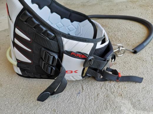 Harnais kitesurf Dakine Pyro taille M + leash + crochet